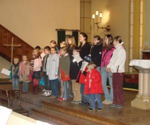 2006. gada Reformācijas svētkos. Nodarbības vada skolotājas Ilze Hendriksone un Anna Elizabete Čiplika